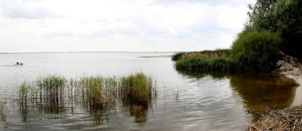 Червоное озеро