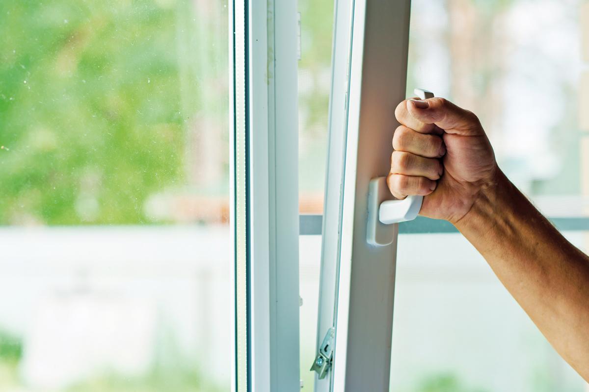 Сколько стоит открыть захлопнувшуюся дверь