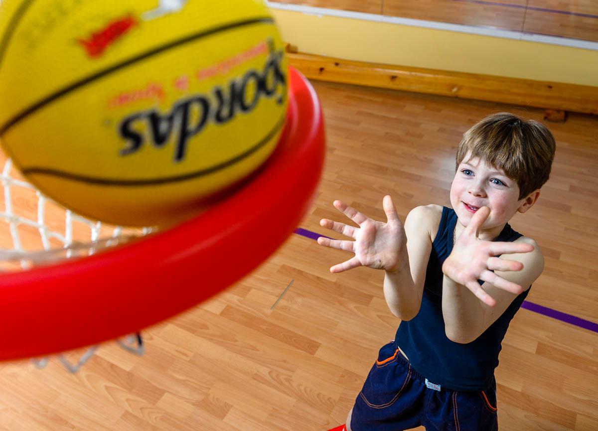 Отделения баскетбола, бокса, самбо, вольной борьбы, греко-римской борьбы и художественной гимнастики.