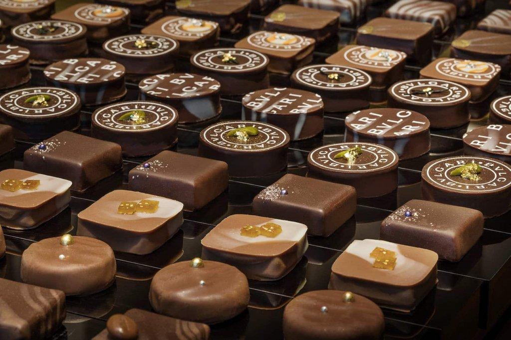 Шоколадные конфеты из разных сортов шоколада
