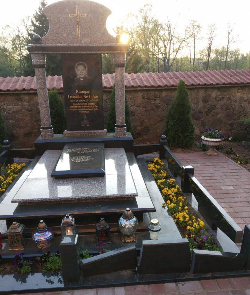 Пахаванне ксяндза Леаніда Несцюка ў Гервятах.