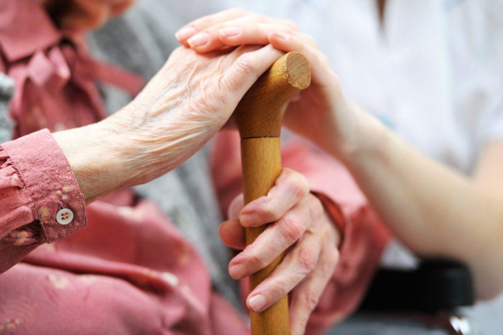 поддержка пожилых родственников