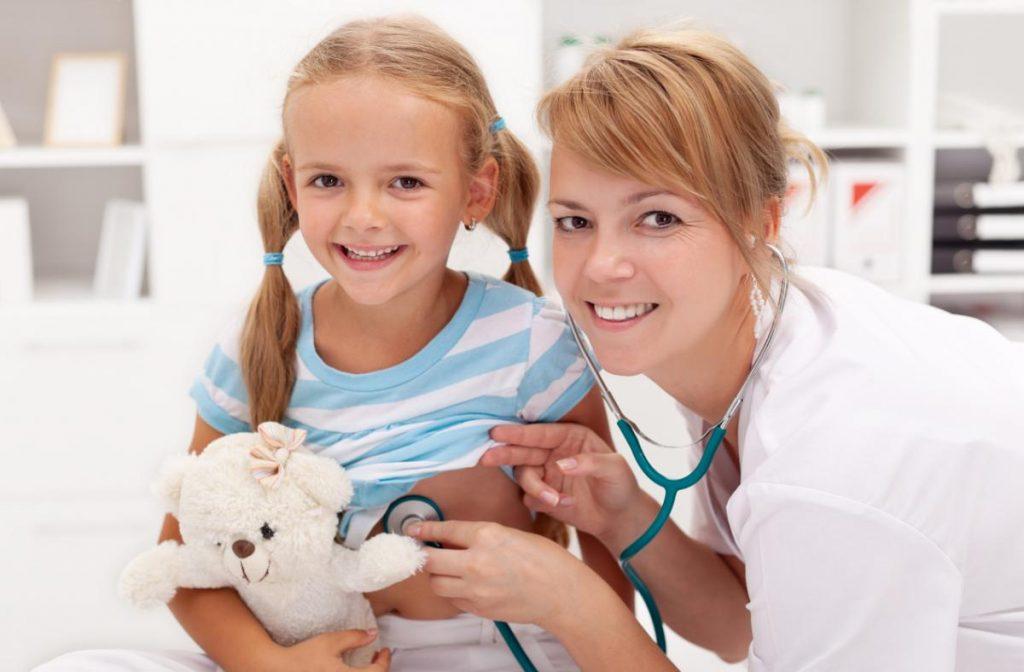 ребенок на обледовании у врача