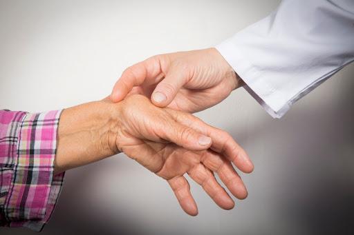 Симптомы и лечение ревматоидного артрита