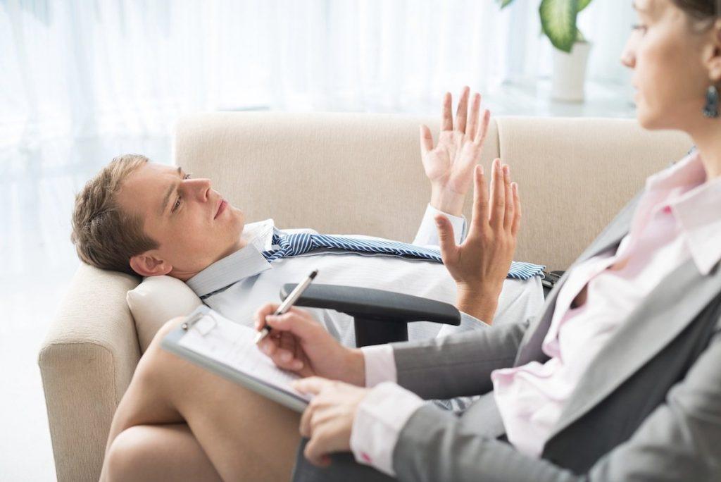 Психотерапия - пациент на приеме у психотерапевта