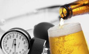 алкоголь и тонометр