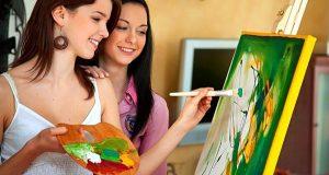 девушки рисуют