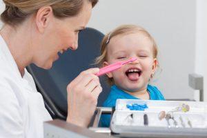 малыш и зубной доктор
