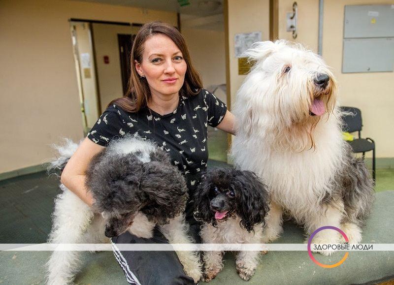 Дрессировщица с собаками в цирке
