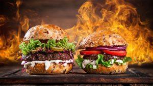 Гамбургер на гриле с котлетой
