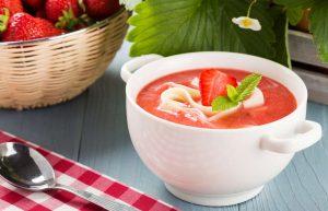 Суп из клубники, йогурта, мяты...