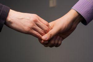 слабое рукопожатие как симптом